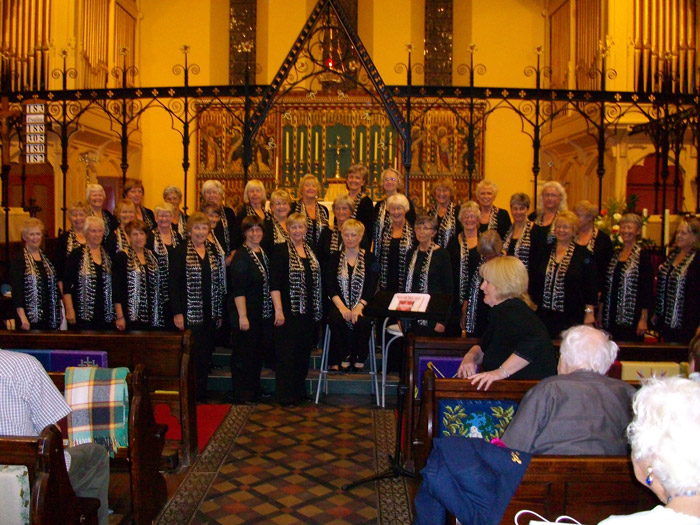 Fantastic Concert at Belpher Methodist Church in our new scarves!